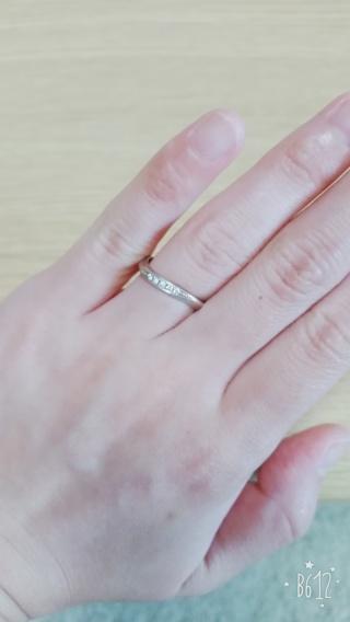 【杢目金屋(もくめがねや)の口コミ】 普段指輪をつけるタイプではなく、手に合うのかが心配だったんですが、はめ…