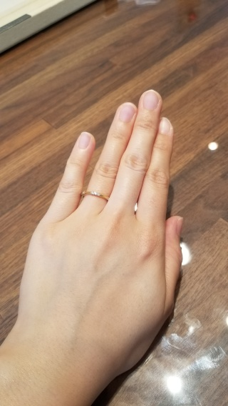 【ENUOVE(イノーヴェ)の口コミ】 とても細身の作りですが存在感はばっちりあって、他の結婚指輪ともデザイ…