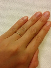 【ete(エテ)の口コミ】 シンプルで華奢な形の指輪。色はゴールド。まさに私の理想でした。 普段つ…