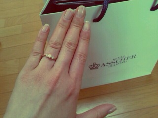 【ROYAL ASSCHER(ロイヤル・アッシャー)の口コミ】 ロイヤルアッシャーダイヤモンドの中で代表的なデザインのものでダイヤモ…