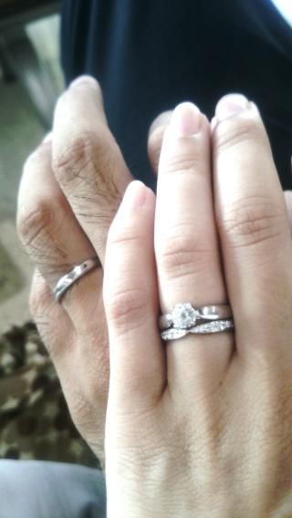 【ティファニー(Tiffany & Co.)の口コミ】 重ねづけしたかったので婚約指輪と合うデザインを探しました。 真ん中がリ…
