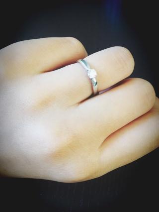 【ティファニー(Tiffany & Co.)の口コミ】 結婚したら指輪は、TIFFANY&CO.と決めていました。見た目はとてもシンプ…