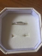 【4℃(ヨンドシー)の口コミ】 石が小さく普段使い出来ることと、羽モチーフのデザインが気に入りました…
