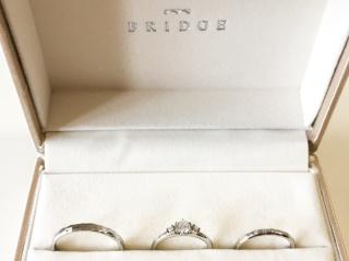 【BRIDGE(ブリッジ)の口コミ】 繊細な作りで、とても上品な指輪に、主人と一目惚れしてその場で即決しまし…