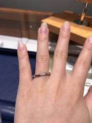 【銀座ダイヤモンドシライシの口コミ】 指輪のデザインが気に入りました。斜めに流れるようなデザインのものを探…