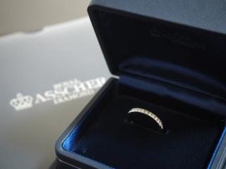 【ROYAL ASSCHER(ロイヤル・アッシャー)の口コミ】 引っかかりがなく、ストレートの指輪がいいと思っていました。結婚指輪とキ…