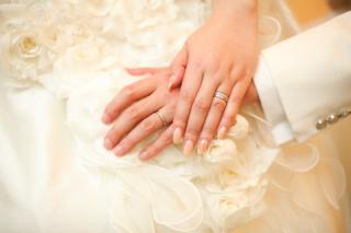 【ROYAL ASSCHER(ロイヤル・アッシャー)の口コミ】 婚約指輪のエタニティリングとぴったり重なって綺麗です。一石のダイヤモン…