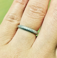 【4℃(ヨンドシー)の口コミ】 これから子育てをしていく上で、ダイヤの飾りが半分で、手の内側にはない方…