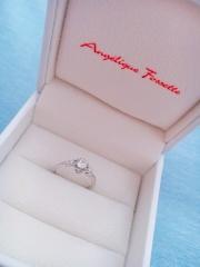 【アンジェリックフォセッテ(Angelique Fossette)の口コミ】 価格もお手頃で、好みのデザインだったため。またピンクダイヤをどこかに入…