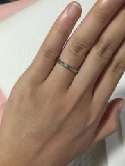 【銀座ダイヤモンドシライシの口コミ】 婚約指輪とペアリングしたかったので、ダイヤモンドは控えめなデザインを選…