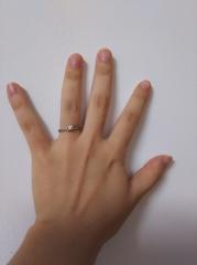 【festaria bijou SOPHIA(フェスタリア ビジュソフィア)の口コミ】 ダイヤがメインの横に更に2つ、階段のように連なっていたのが可愛らしかっ…
