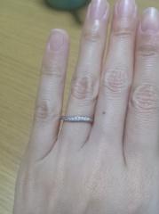 【TASAKI(タサキ)の口コミ】 シンプルながらウェーブのあるラインに惹かれました。私は指が細いので、豪…