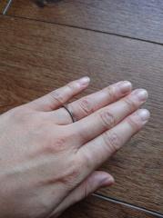 【agete(アガット)の口コミ】 婚約指輪と結婚指輪のセットデザインでした。婚約指輪だけ先に購入したので…