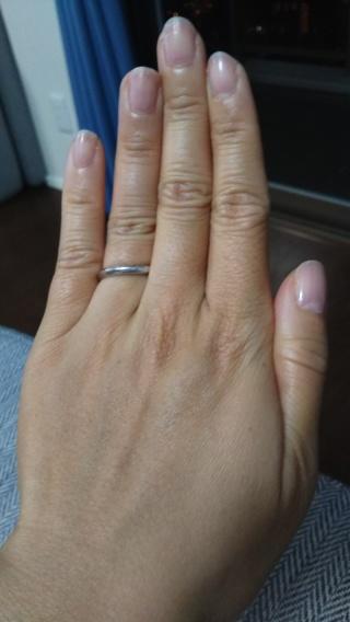 【Ponte Vecchio(ポンテヴェキオ)の口コミ】 指輪の形はウェーブでスタイリッシュなので指を細く見せてくれます。また、…