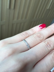 【festaria bijou SOPHIA(フェスタリア ビジュソフィア)の口コミ】 指が短くてゴツめの私と、細長い指の彼。 お互いにシンプルなデザインが好…