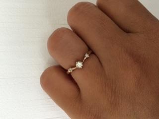 【ESTELLE(エステール)の口コミ】 初めに買ってもらった結婚指輪に重ね付けが出来るところが決めてでした。 …
