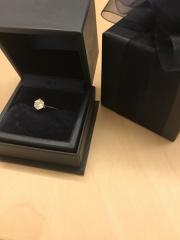 【銀座ダイヤモンドシライシの口コミ】 たてづめが良かったのでピッタリです!その指輪のヒストリーだったりダイ…