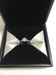 【エクセルコダイヤモンド(EXELCO DIAMOND)の口コミ】 ダイヤが美しく見えるいろんな方向からでも綺麗に見れるデザインで気に入っ…
