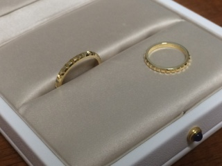 【ブシュロン(BOUCHERON)の口コミ】 表面の加工が特徴的です。宝石は入っていなくても、キラキラ輝きます。結婚…