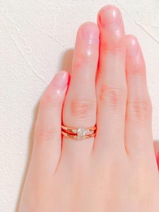 【LUCIE(ルシエ)の口コミ】 リングが細いので着け心地がすごく良かったです。結婚指輪とセットで着けて…