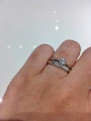 【ラザール ダイヤモンド【取扱店販売】の口コミ】 世界で一番美しいダイヤモンドと言われているだけあって、輝きがすごかっ…