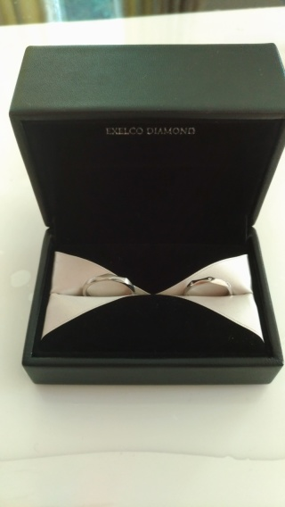 【エクセルコダイヤモンド(EXELCO DIAMOND)の口コミ】 シンプルすぎず、かつ、飽きが来ないようなデザインで選びました。 夫婦で…