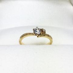 【PRIVATE BEACH(プライベートビーチ)の口コミ】 婚約指輪はいいといわれてはいたのですがどうしても贈りたいと思い、彼女に…