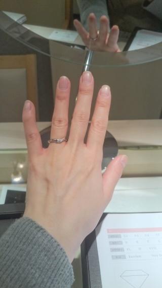 【アイプリモ(I-PRIMO)の口コミ】 シルバーカラーで自分の手の肌色に馴染む色を選んだ。 清らからしさがあり…