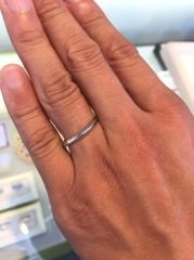 【Cafe Ring(カフェリング)の口コミ】 細身の指輪のモデルをお探しの方にはオススメだと思います。 よく見ると少…