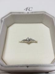 【4℃(ヨンドシー)の口コミ】 普段つけられる指輪を選びました。 幼い頃からカモメの形にはあこがれがあ…