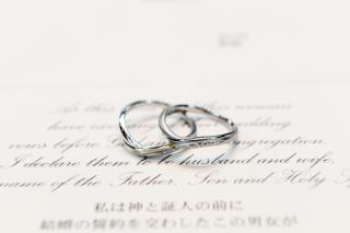 【ケイウノ ブライダル(K.UNO BRIDAL)の口コミ】 ルミナーレの形状は太い指を長く見せてくれます。全体的に丸みを帯びたデザ…