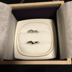 【俄(にわか)の口コミ】 俄で売っていた指輪はどれも形などが様々で可愛いです。京都で手作りされて…