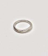 【エクセルコダイヤモンド(EXELCO DIAMOND)の口コミ】 年齢を重ねても付けられるよう、シンプルで石のついていないデザインを選び…