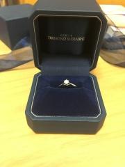 【銀座ダイヤモンドシライシの口コミ】 初めて選んだ指輪だったので、この指輪以外知らないが見つけた時に欲しい…