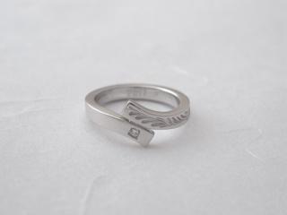 【ichi(イチ)の口コミ】 婚約指輪でありながら、シンプルなデザインであり、カジュアルなシーンでも…