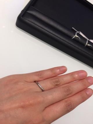 【俄(にわか)の口コミ】 細い指にも栄える存在感でダイヤが散りばめられておりさりげないおしゃれが…