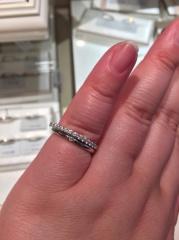 【アイプリモ(I-PRIMO)の口コミ】 丸いフォルムで柔らかい印象を与えてくれる指輪です。初めはダイヤなしばか…