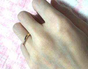 【ティファニー(Tiffany & Co.)の口コミ】 結婚指輪はつけっぱなしにする予定だったため、シンプルなものが希望でし…