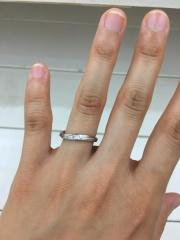 【RITOE(リトエ)の口コミ】 指輪にウェーブがあることで指が綺麗に見えます。手作りなので真ん中にある…