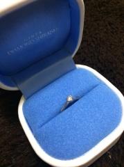 【銀座ダイヤモンドシライシの口コミ】 日常生活で付けられる婚約指輪がいい!と思い、華奢なデザインだけど存在感…