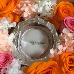 【ROYAL ASSCHER(ロイヤル・アッシャー)の口コミ】 オススメされた婚約指輪の中でも白色であり、1番のダイヤモンドの綺麗な輝…