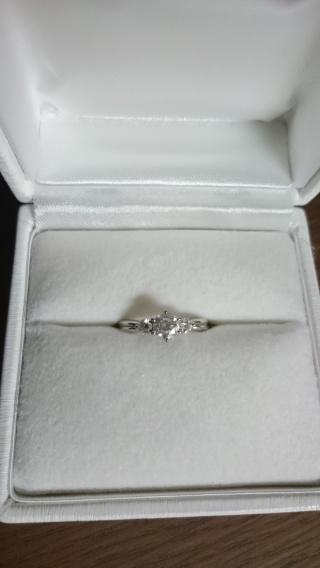 【D&D 144の口コミ】 1粒ダイヤの指輪と迷いましたが、3粒のデザインがとても気に入って、こち…