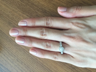 【Ponte Vecchio(ポンテヴェキオ)の口コミ】 いかにも婚約指輪っぽくないデザインが気に入りました。結婚後のデートで…