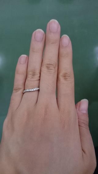 【4℃(ヨンドシー)の口コミ】 ハーフエタニティリングが気になっていたので、少しカーブがあり指が長く見…