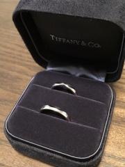 【ティファニー(Tiffany & Co.)の口コミ】 結婚指輪は婚約指輪と同じティファニーと決めていました。デザインは、二…