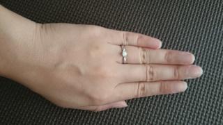 【組曲ジュエリーの口コミ】 デザインがシンプルなものがほしくてこれに 一目惚れしました。 私は指が…