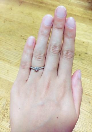 【PORTADA(ポルターダ)の口コミ】 重ね付けをするのが前提で、でも婚約指輪と分かるもの、指が綺麗に見える…