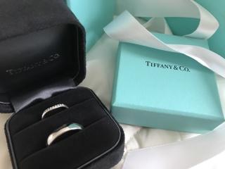 【ティファニー(Tiffany & Co.)の口コミ】 婚約指輪は他店でオーダーメイドで作って頂いたので、結婚指輪こそはここ…