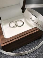 【Ponte Vecchio(ポンテヴェキオ)の口コミ】 正面だけでなく、指輪の側面まで斜めにあしらわれたダイヤが輝かしく、他…