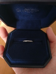【ROYAL ASSCHER(ロイヤル・アッシャー)の口コミ】 結婚10周年…エタニティリングを探していました。 普段使いできるもの,結…